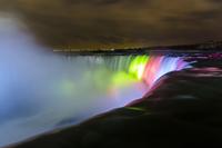 ライトアップされたナイアガラの滝
