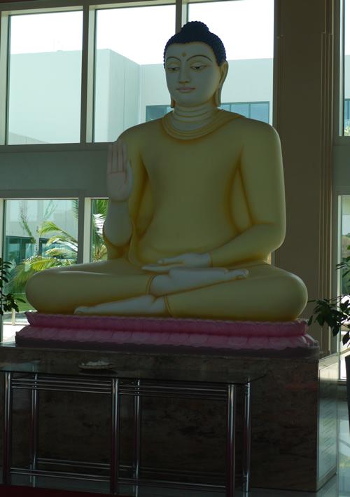 マッタラ空港仏像