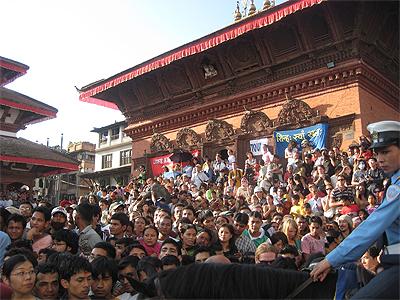シバパルバティ寺院の人山