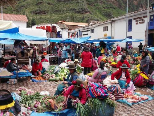ピサク村のインディヘナ市(ペルー)