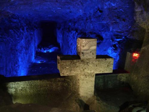 シパキラの岩塩洞窟教会