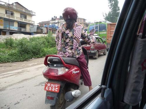 女性ドライバー2