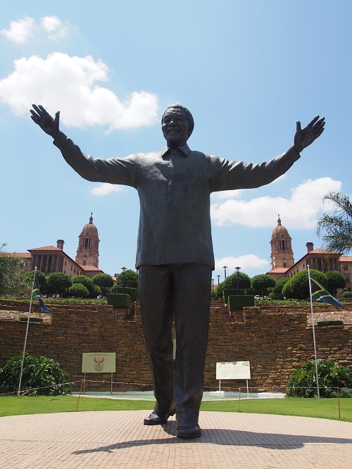 ネルソン・マンデラ像