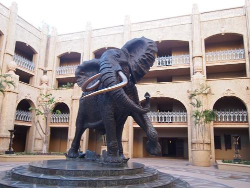 巨大象のオブジェ
