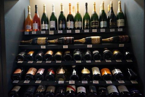 シャンパーニュの首都ランスのシャンパン専