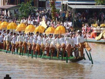 インレー湖ボート祭り