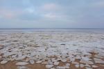 凍るバルト海