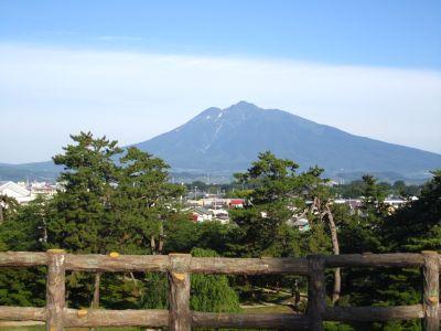 本丸から望む岩木山