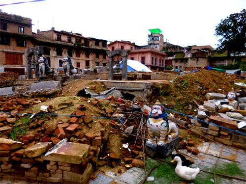 倒壊したラトマチェンドラナート寺院