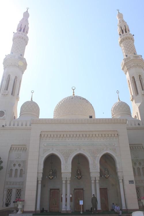 ジュメイラ モスク正面