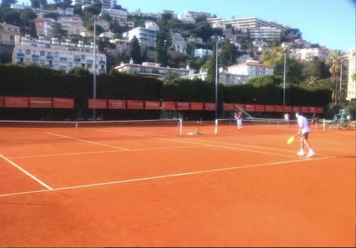 南仏でテニス
