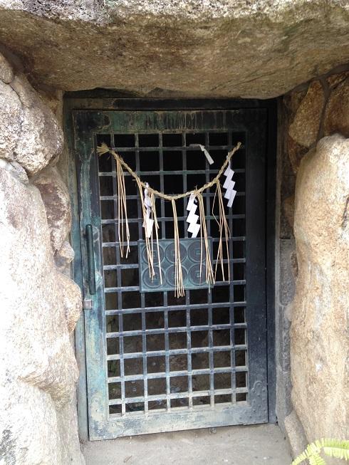 三光神社抜け穴