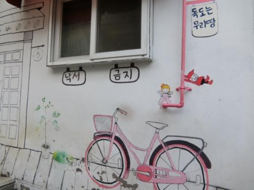 壁にもかわいいアートが!