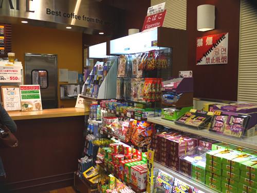 羽田空港のカフェ兼売店