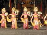 ティルタ・サリのウェルカムダンス1