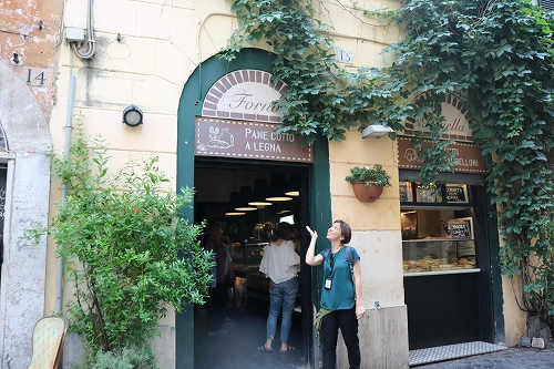 ピザ屋入口