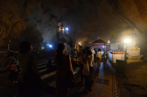 ゴアギリプトゥリ寺院の洞窟内