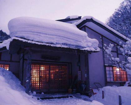 青荷温泉 冬外観