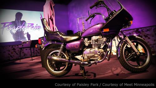 パープル・レインのバイクも展示