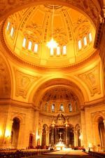 ドームの美しい大聖堂内部