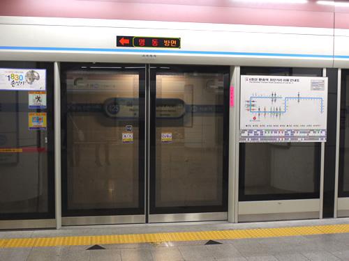 駅は全部ホームドア式でした