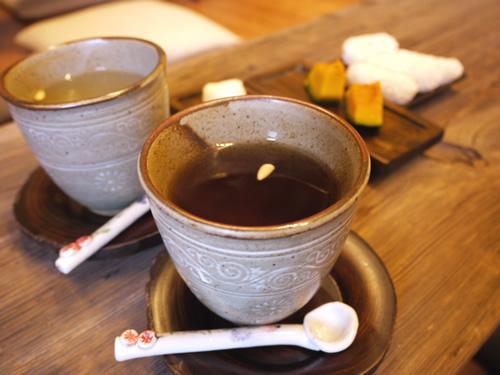 手前は梅茶、奥は柚子茶