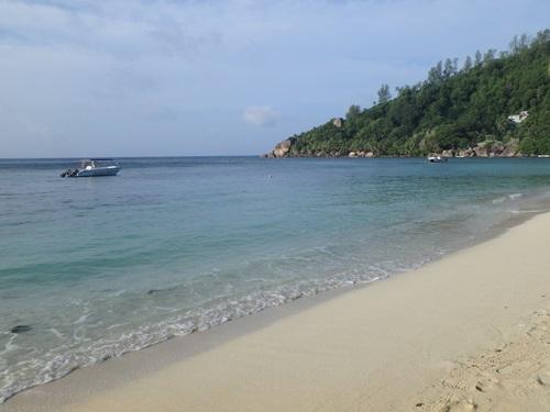 朝のビーチ2