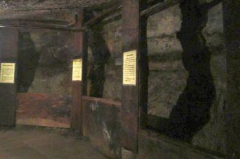 琥珀採掘坑道跡