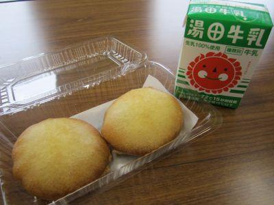 ビスケットの天ぷらと湯田牛乳