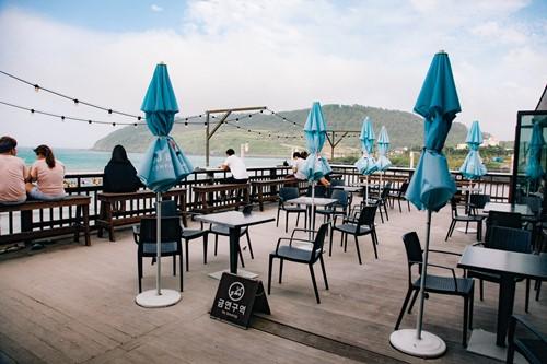 cafe outside2