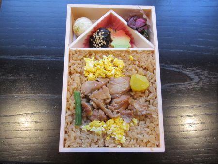 鶏めし弁当2