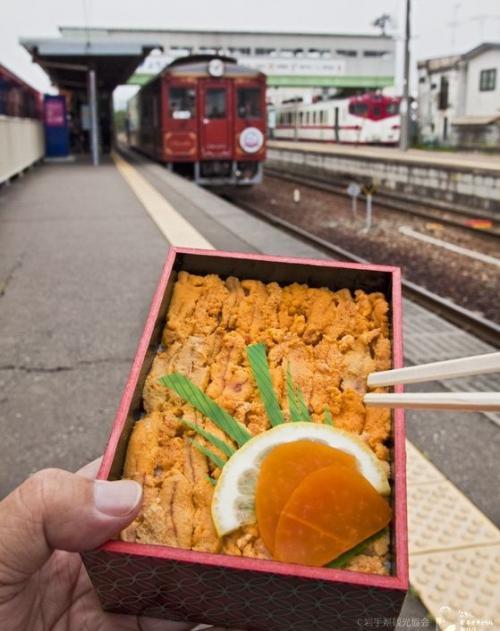 三陸鉄道とウニ弁当