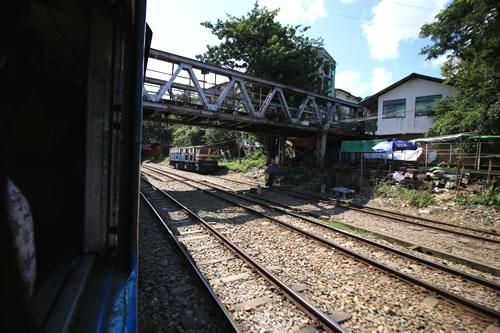 ヤンゴン環状線 車窓からの風景