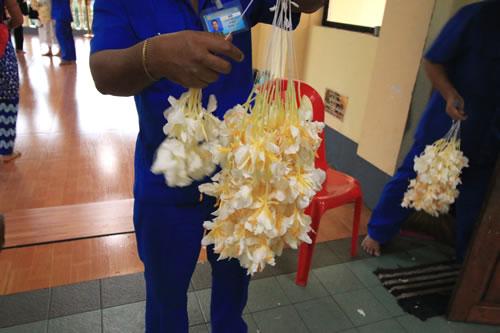シュエダゴン・パゴダ参拝用の花