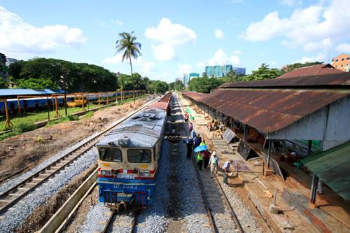 ヤンゴン環状線 列車