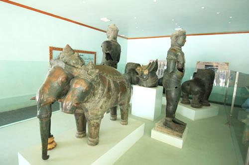 マハムニ・パゴダ青銅像