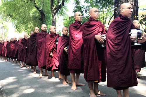 マハーガンダーヨン僧院 僧侶1