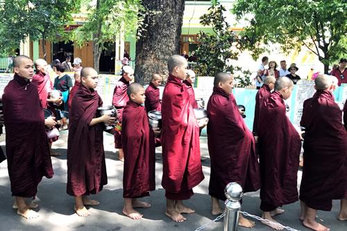 マハーガンダーヨン僧院 僧侶2