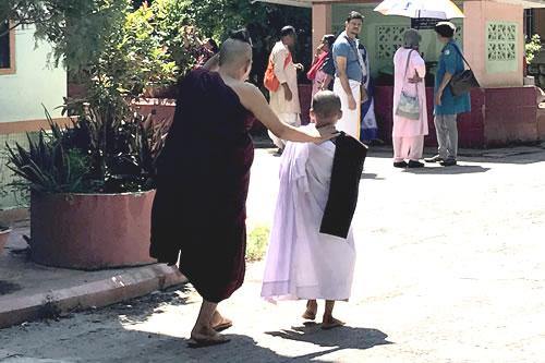 マハーガンダーヨン僧院 僧侶見習い
