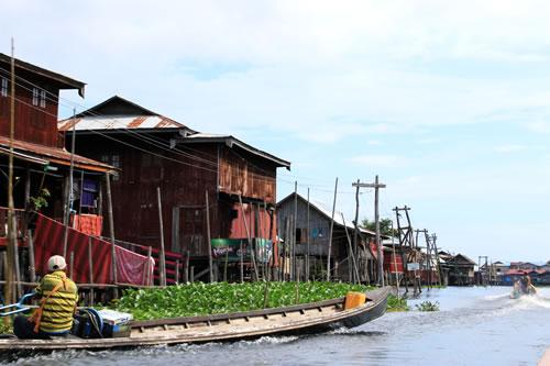 ボートトリップ水上集落