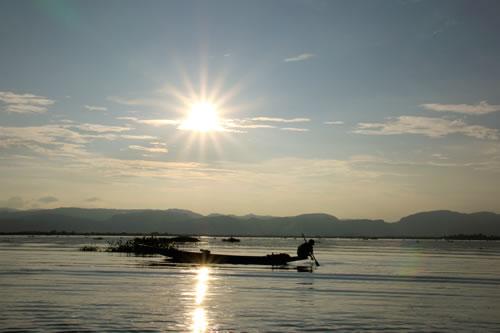 ボートトリップ インレー湖中央