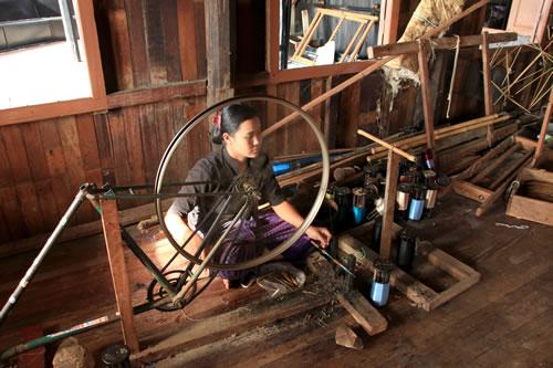 ハス糸織工房 作業1