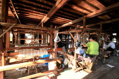 ハス糸織工房 作業3