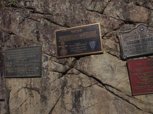 マチュピチュ発見の記念碑