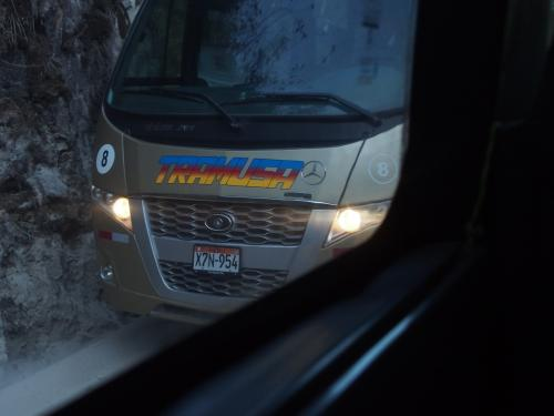 すれ違うバス