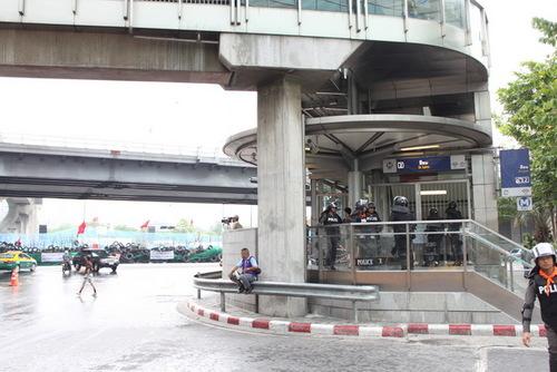 地下鉄シーロム駅入り口