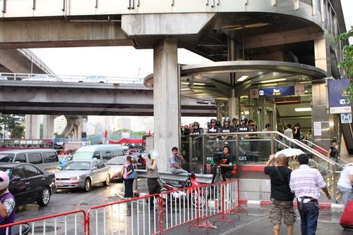 地下鉄シーロム駅の入り口