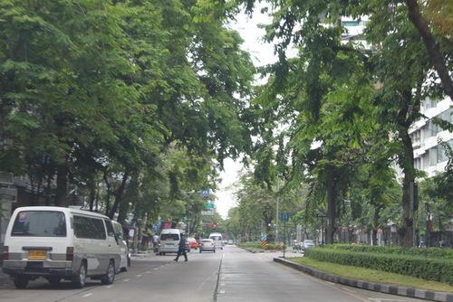 シーロム通り(南)