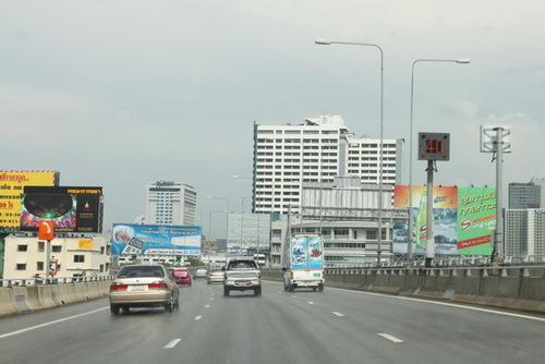 高速道路 (空港→市内へ)