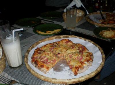 ナングロにピザ